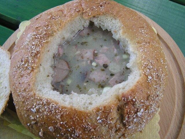 Domowy żurek w chlebie