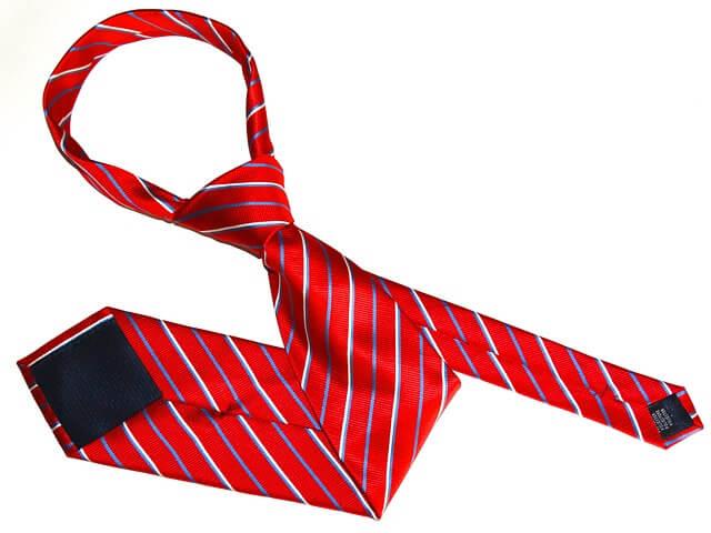 czerwony krawat