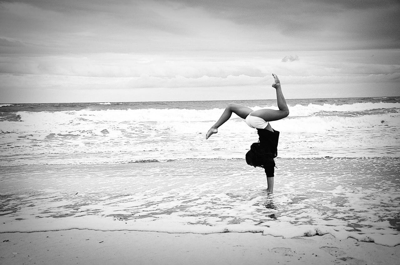 taniec nad morzem