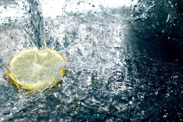 Zalety picia wody
