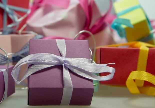 ładnie zapakowane prezenty