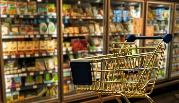 zakupy w sklepie spożywczym