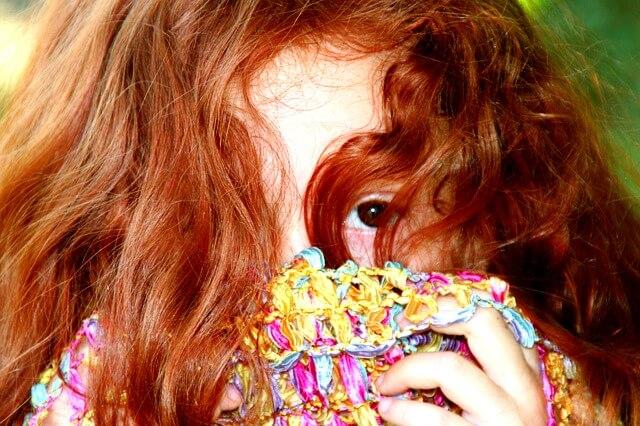 dziewczyna o rudych włosach