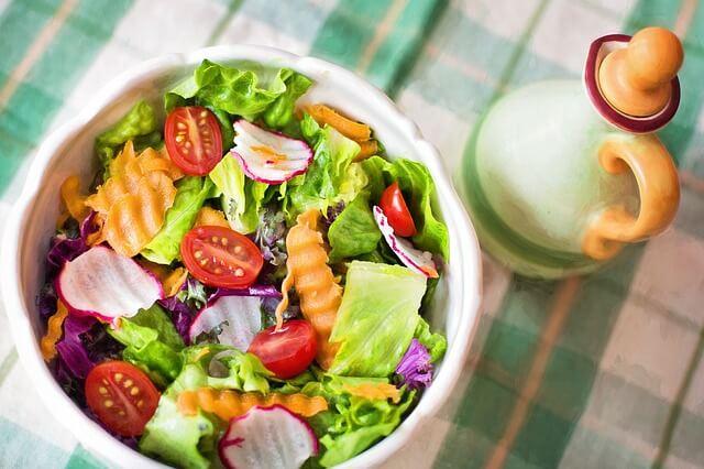 Sałatka ze zdrowych warzyw