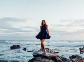 Sukienki – historia, typy, fasony… jak się w tym odnaleźć?