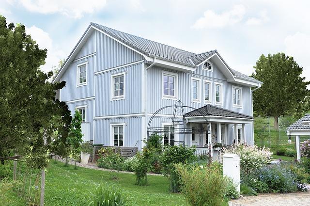dom wśród zieleni