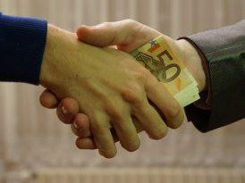 Pożyczka na prezent. Czy warto się zadłużać?
