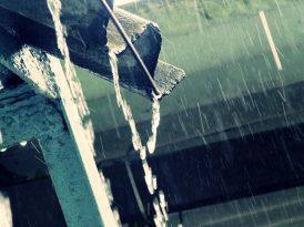 Jak wykorzystać deszczówkę? W czym pomoże zbiornik na deszczówkę?