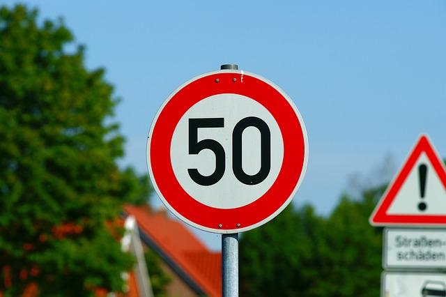 znak ograniczenia prędkości
