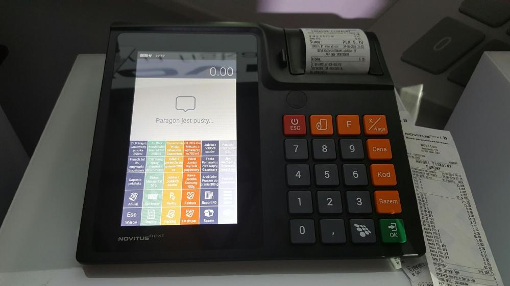 Kasa fiskalna na stole