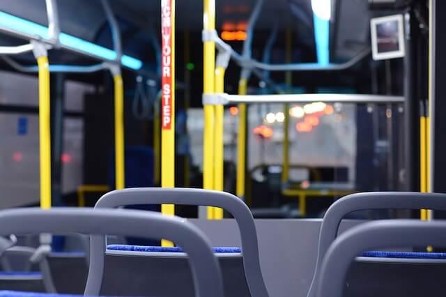 Siedzenia w autobusie