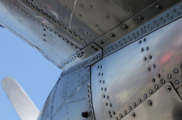 kadłub samolotu nitowany